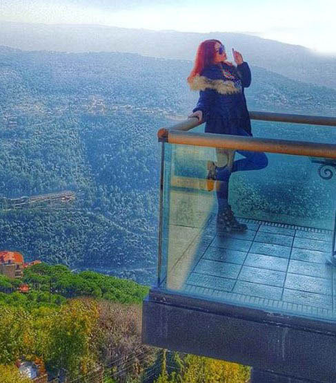 هیفا وهابی با موی قرمز
