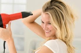 چگونه موهای خود را با سشوار زدن زیباتر کنیم