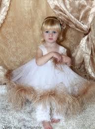 تزئین لباس دخترانه با پر شترمرغ